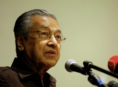 Former Malaysia PM Mahathir refuses to apologise for France attack comments