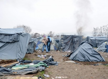Migrants from Bosnia camp kept in buses as relocation halted