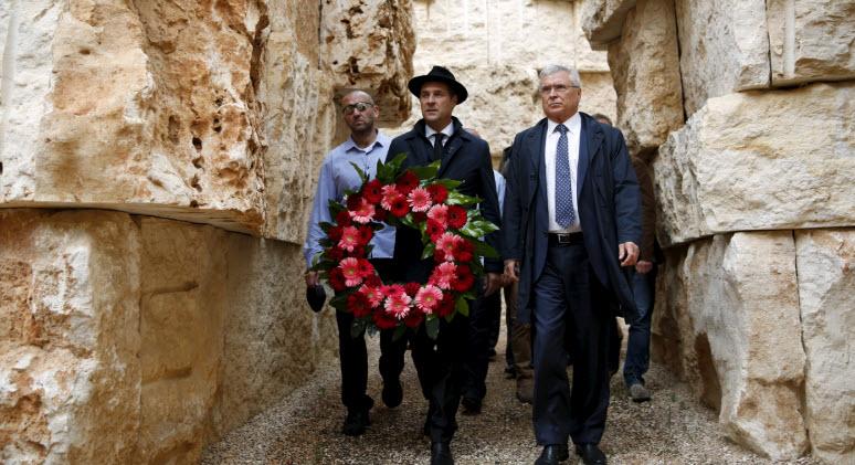Far-right Austrian leader visits Israel's Holocaust memorial