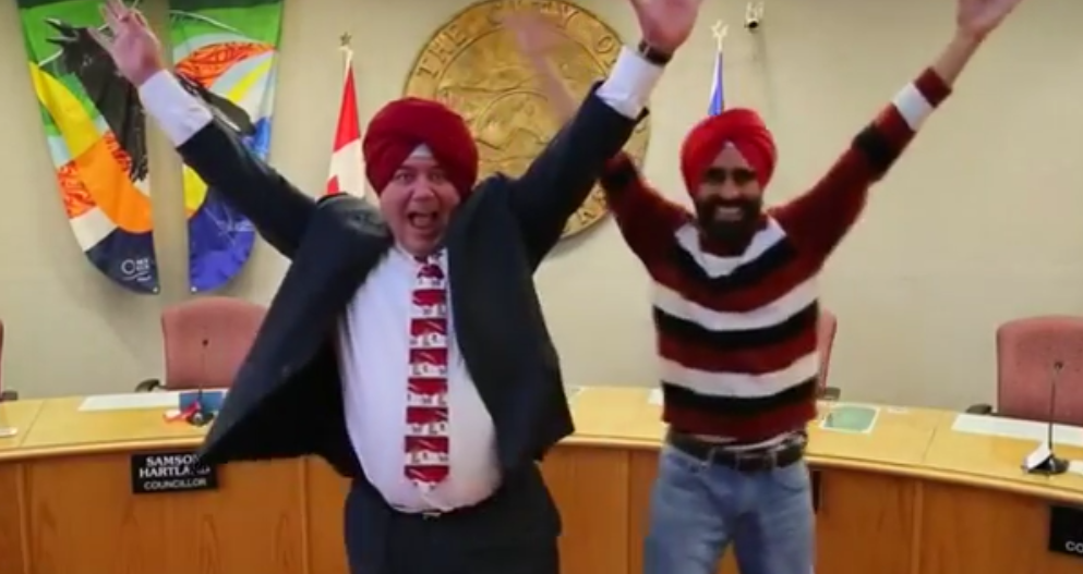 Canadian Mayor dances bhangra, ties turban in viral video