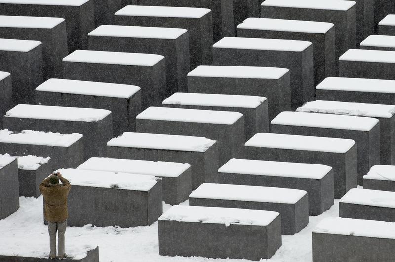 Holocaust Memorial selfie-takers apologise to Israeli shamer