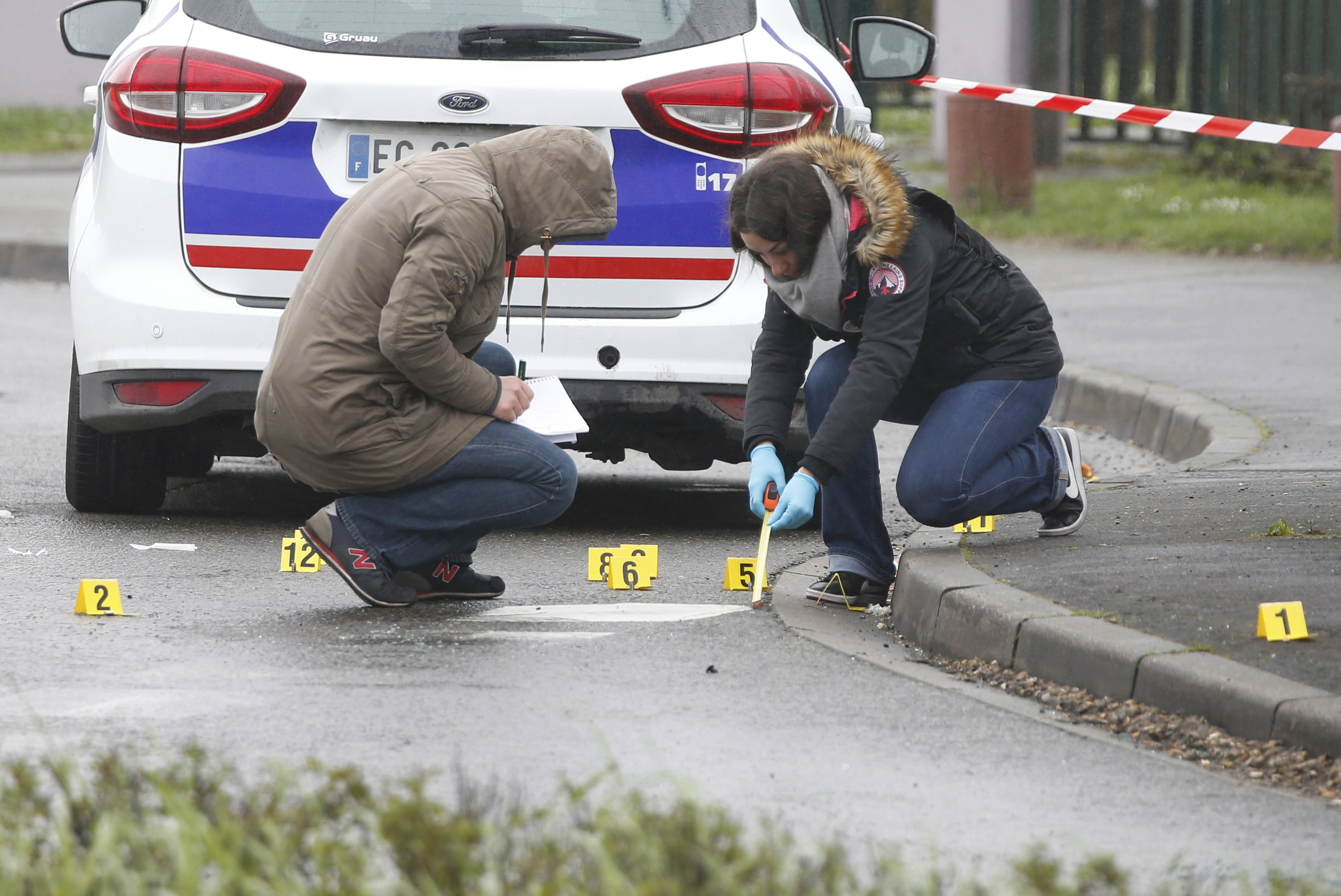 Man killed at Paris airport planned to 'die for Allah' – prosecutor