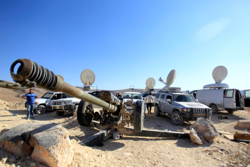 Thousands to leave Lebanon-Syria border zone under deal