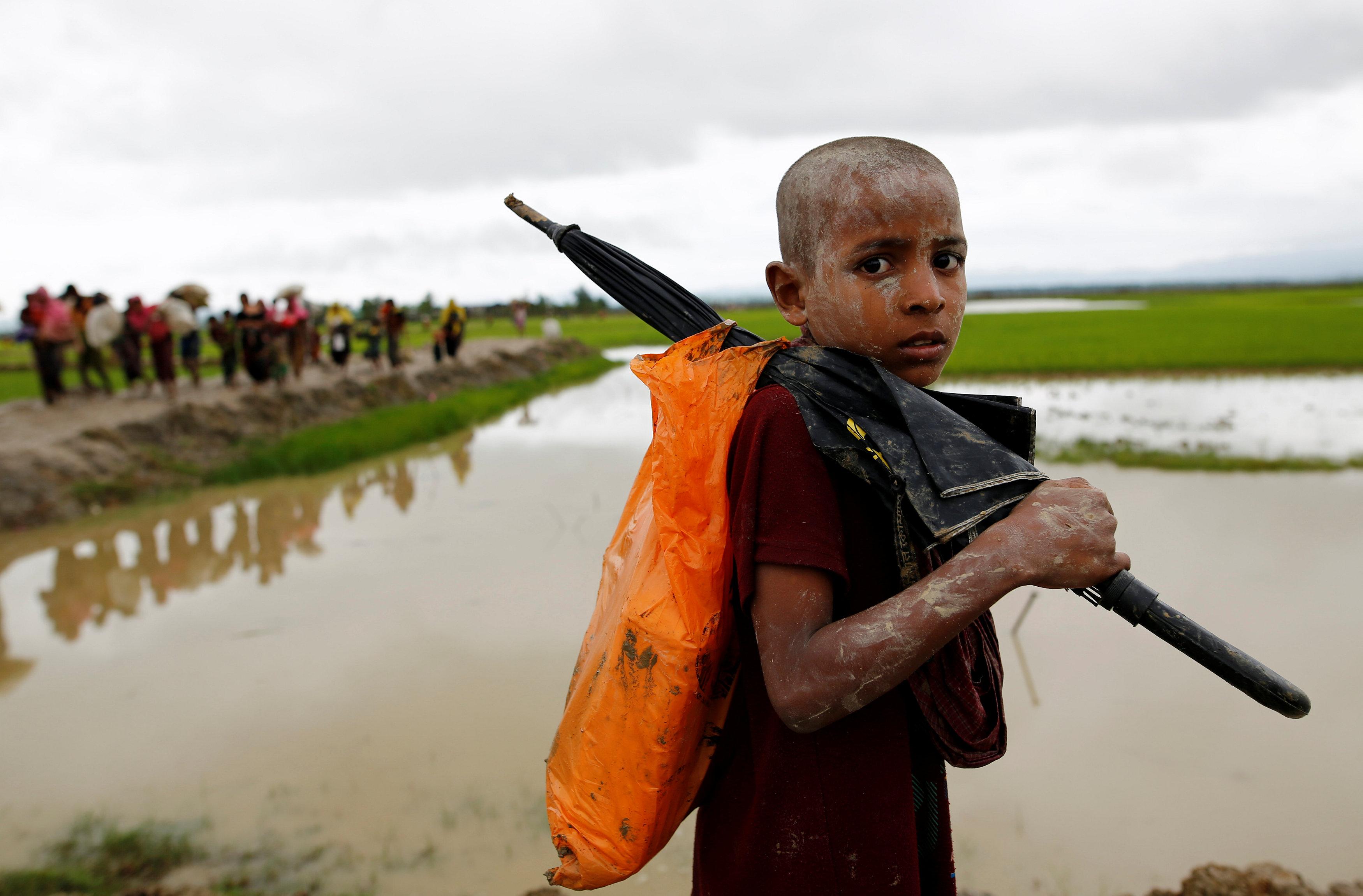 Rohingya Muslims drown while escaping fighting in Myanmar