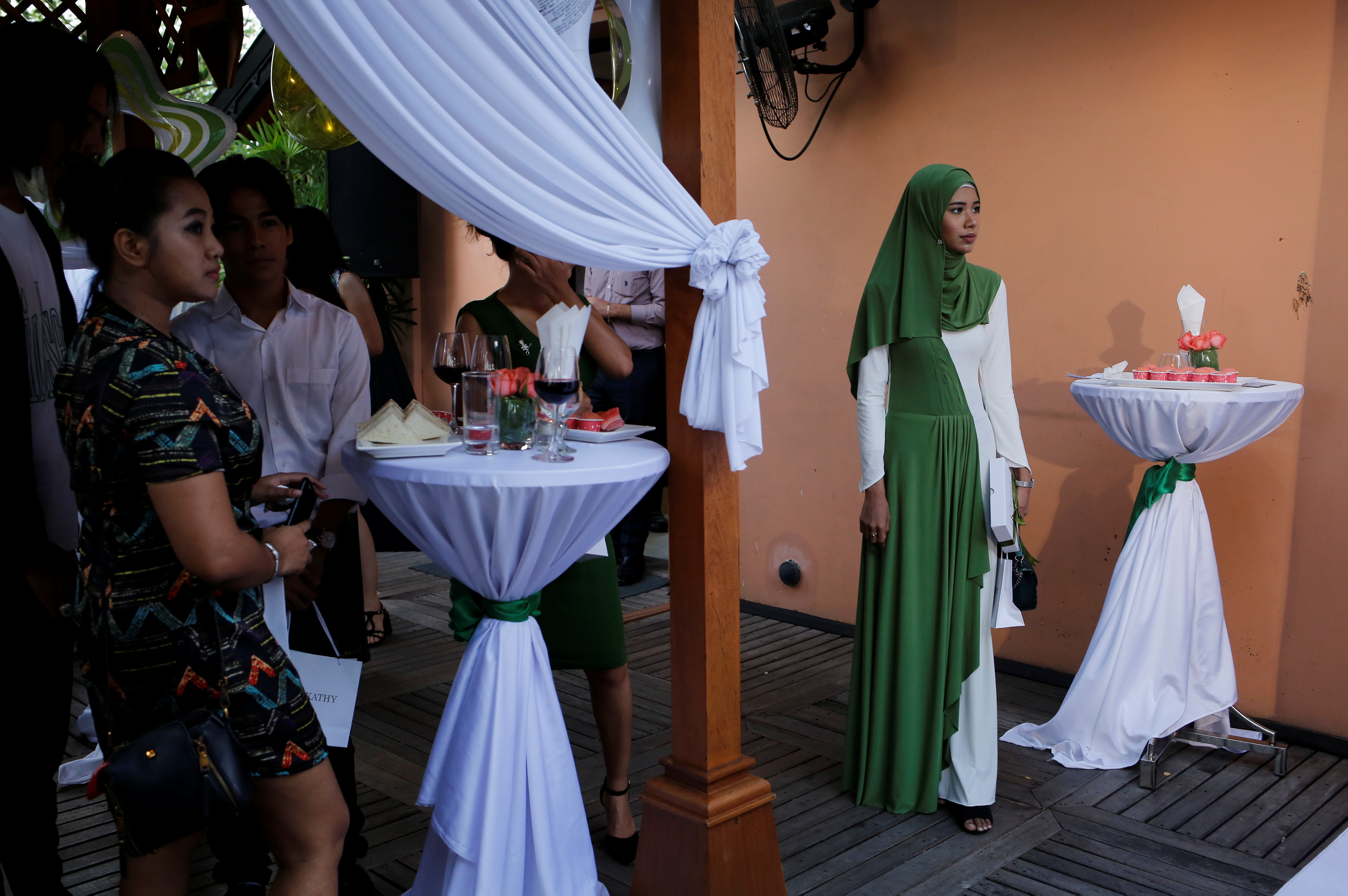 Myanmar: 'Hijab is like a key' – beauty blogger battles bias