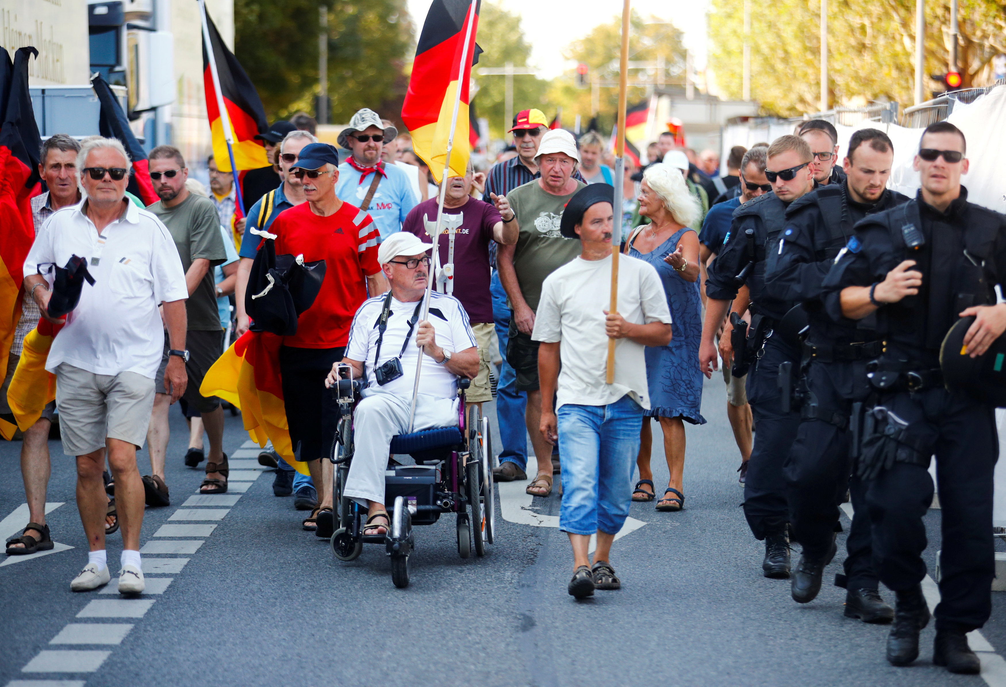 Germany: Two policemen suspended over Nazi salute