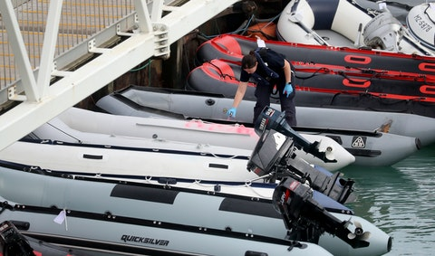 Five dead after boat carrying migrants to Europe falls apart
